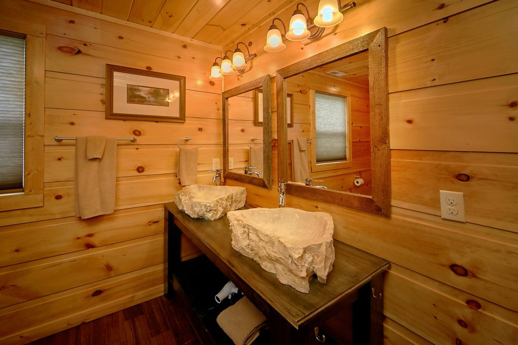 Photo of a Gatlinburg Cabin named Take My Breath Away - This is the twenty-first photo in the set.