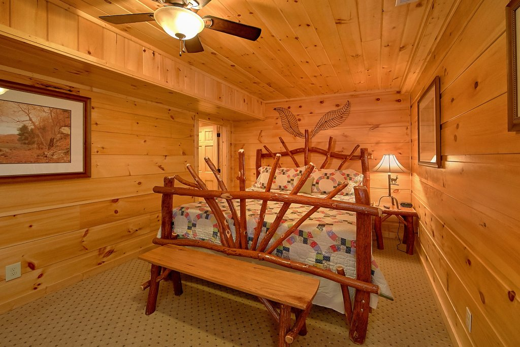 Photo of a Gatlinburg Cabin named Take My Breath Away - This is the twenty-third photo in the set.