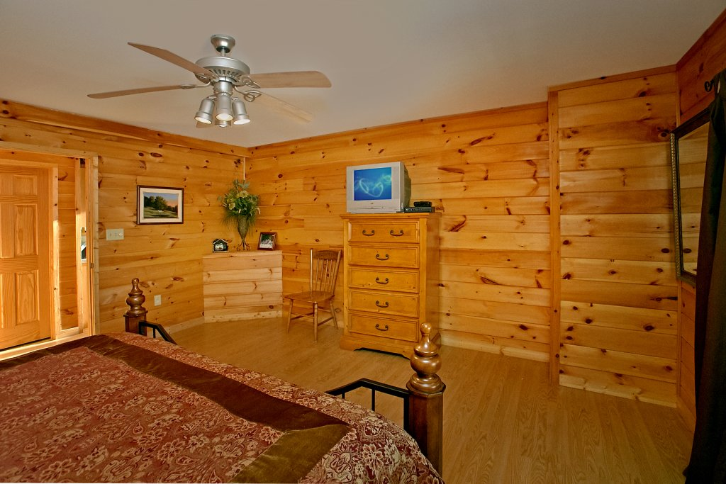 Photo of a Gatlinburg Cabin named Hawks Ridge - This is the fifteenth photo in the set.