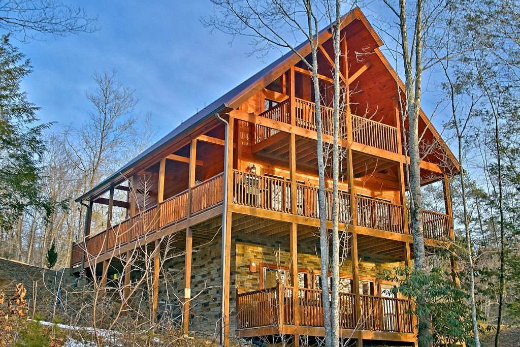 Photo of a Gatlinburg Cabin named Basswood Lodge - This is the twenty-first photo in the set.
