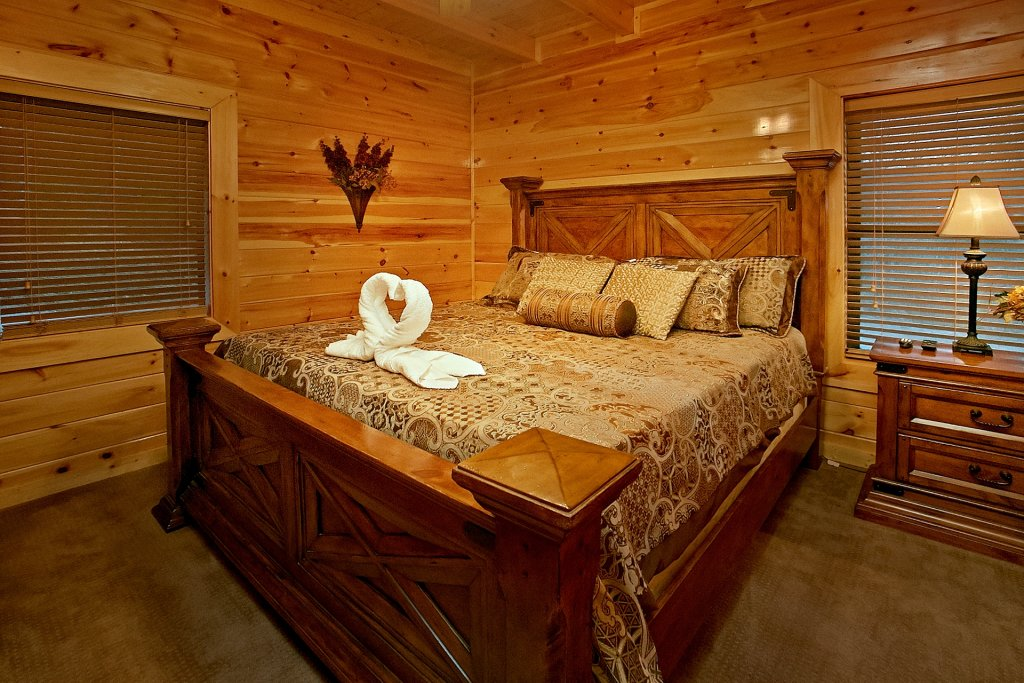 Photo of a Gatlinburg Cabin named Basswood Lodge - This is the eighteenth photo in the set.