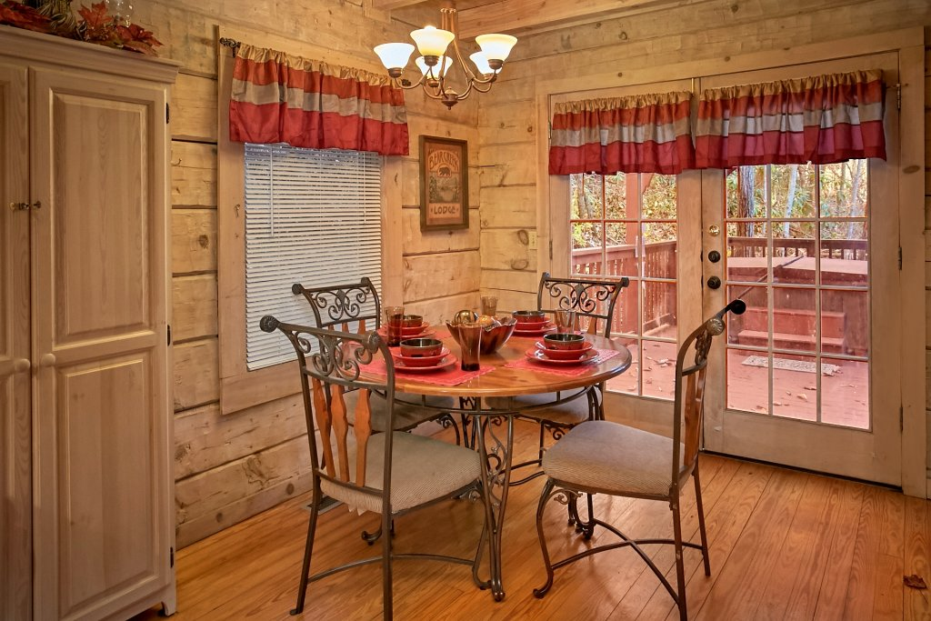 Photo of a Gatlinburg Cabin named Bear Creek - This is the forty-first photo in the set.