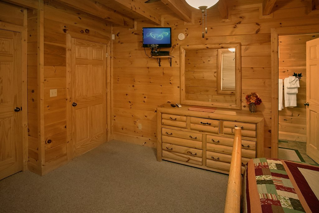Photo of a Pigeon Forge Cabin named Autumn Blessings - This is the thirty-ninth photo in the set.