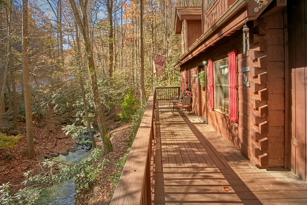 Photo of a Gatlinburg Cabin named Cozy Creek - This is the twenty-seventh photo in the set.