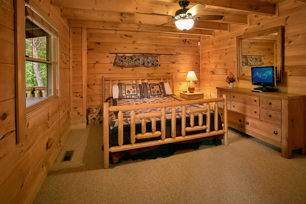 Photo of a Pigeon Forge Cabin named Autumn Blessings - This is the forty-second photo in the set.