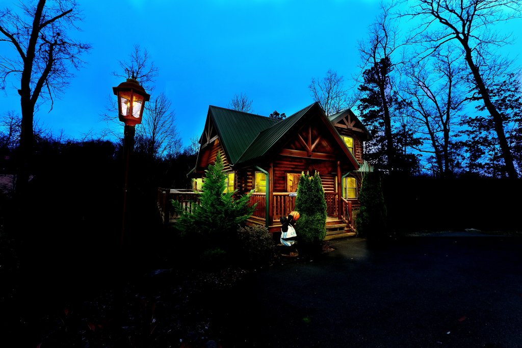 Photo of a Gatlinburg Cabin named Cupids Arrow - This is the first photo in the set.