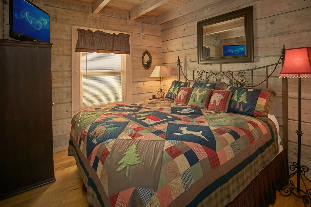 Photo of a Gatlinburg Cabin named Cozy Creek - This is the thirty-seventh photo in the set.