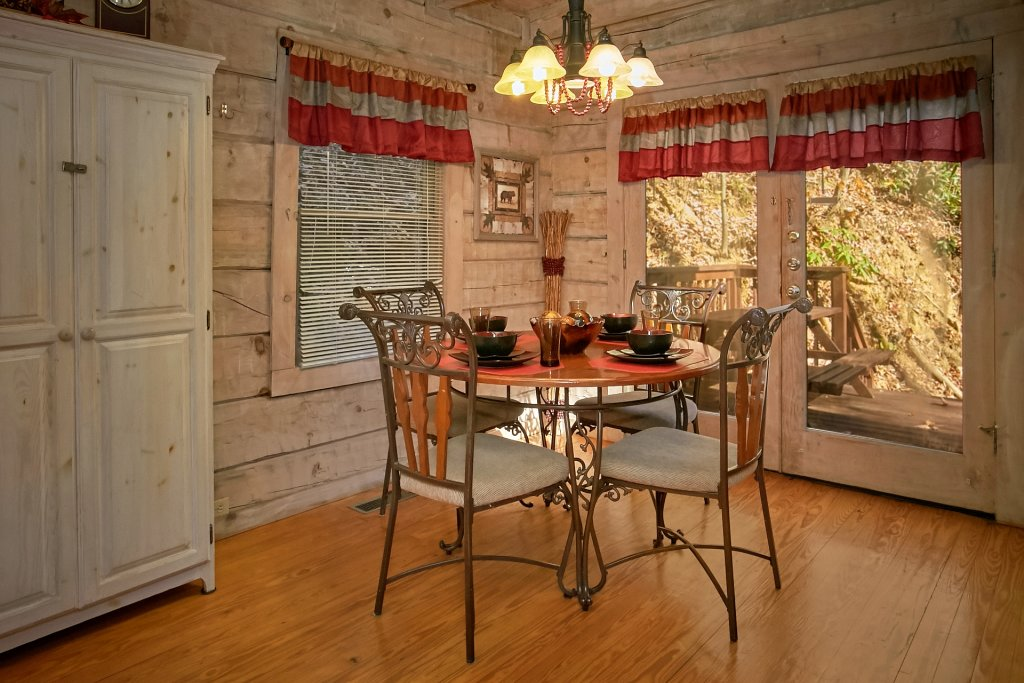 Photo of a Gatlinburg Cabin named Cozy Creek - This is the thirty-fourth photo in the set.