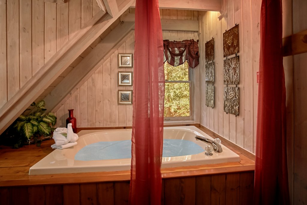 Photo of a Gatlinburg Cabin named Cozy Creek - This is the fortieth photo in the set.