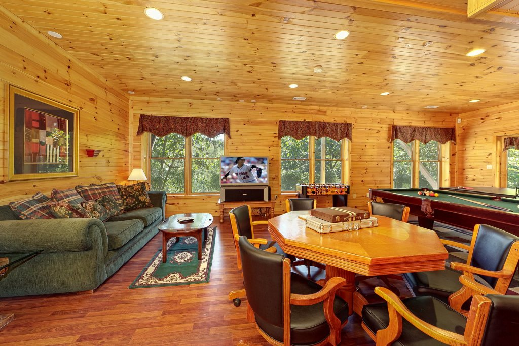 Photo of a Pigeon Forge Cabin named Secluded Hideaway - This is the sixth photo in the set.