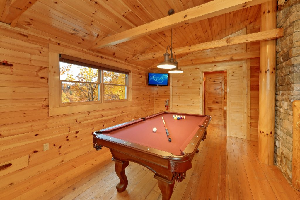 Photo of a Gatlinburg Cabin named Cupids Arrow - This is the third photo in the set.