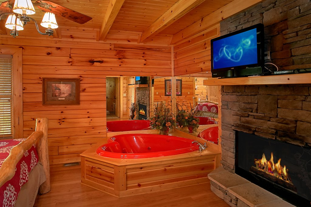 Photo of a Pigeon Forge Cabin named Skinny Dippin - This is the seventeenth photo in the set.