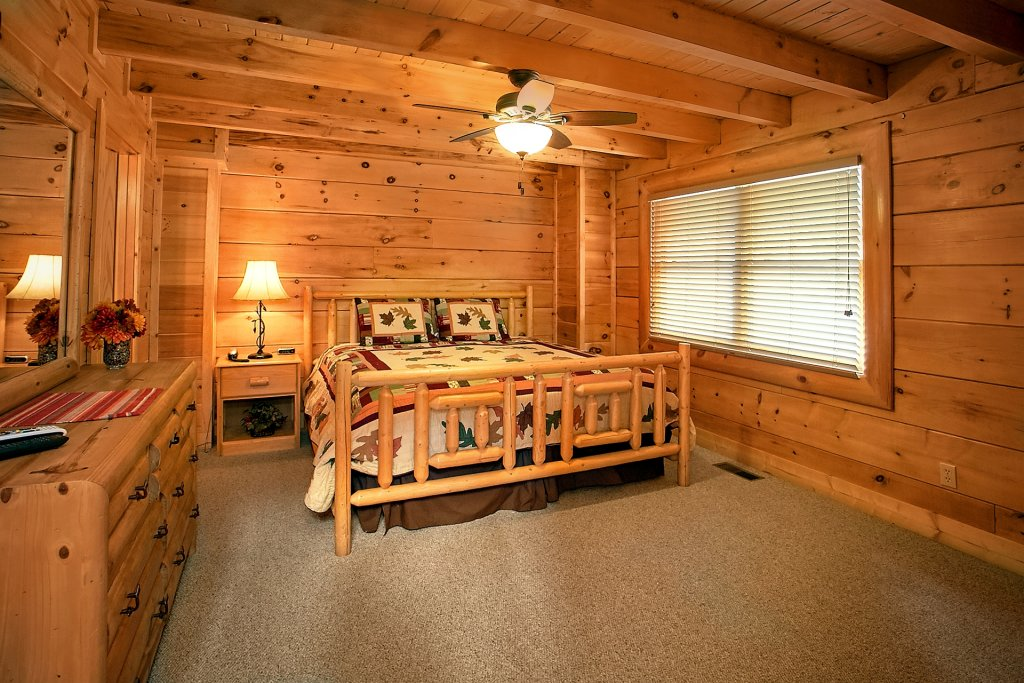 Photo of a Pigeon Forge Cabin named Autumn Blessings - This is the fortieth photo in the set.