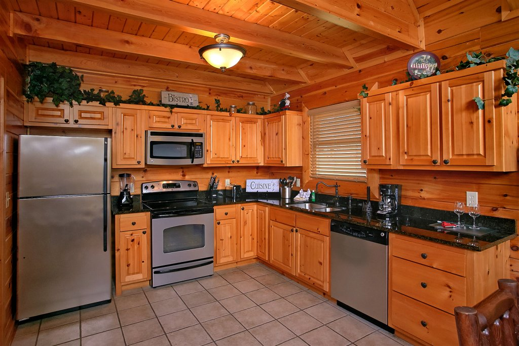 Photo of a Pigeon Forge Cabin named Skinny Dippin - This is the sixteenth photo in the set.