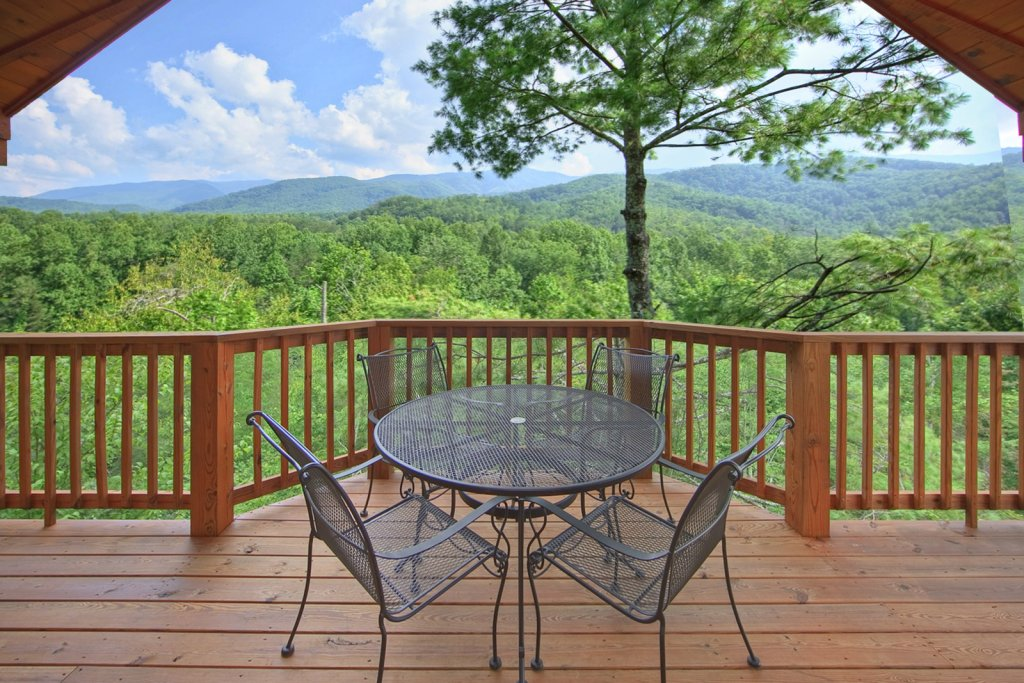 Photo of a Gatlinburg Cabin named Tree Tops - This is the third photo in the set.