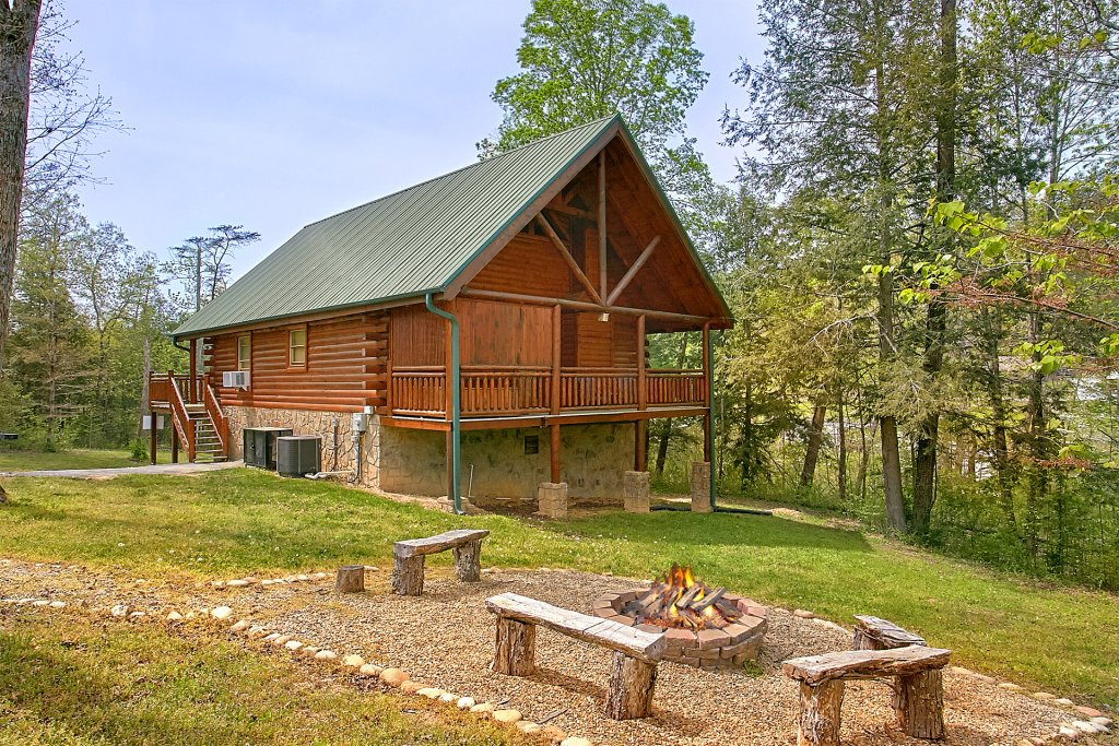 Photo of a Pigeon Forge Cabin named Skinny Dippin - This is the eighteenth photo in the set.