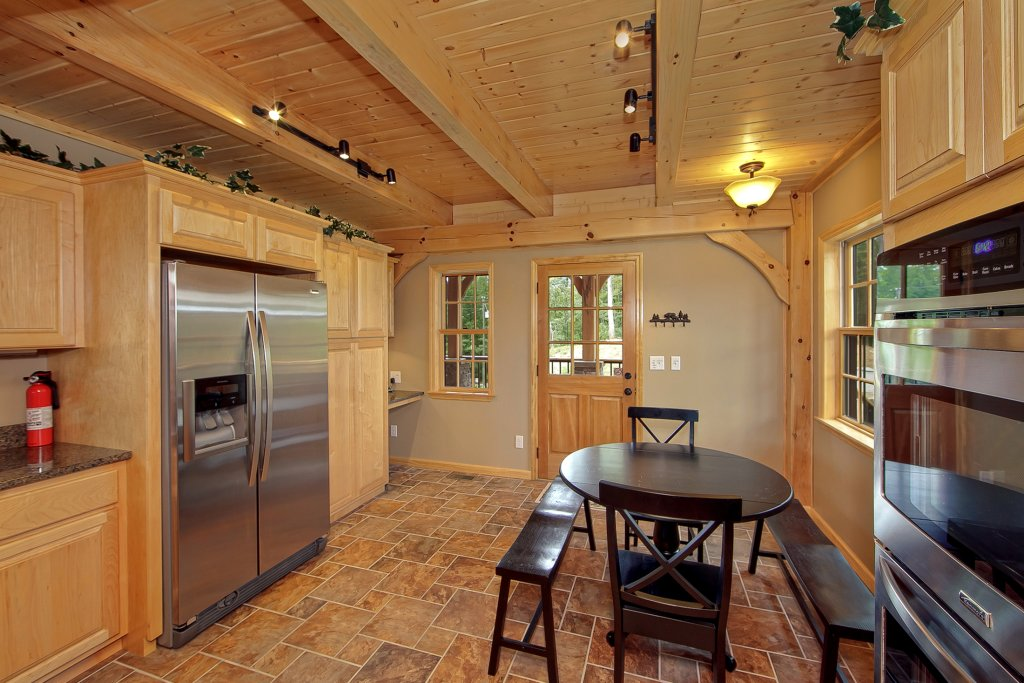 Photo of a Gatlinburg Cabin named Amazing Views Retreat - This is the twelfth photo in the set.