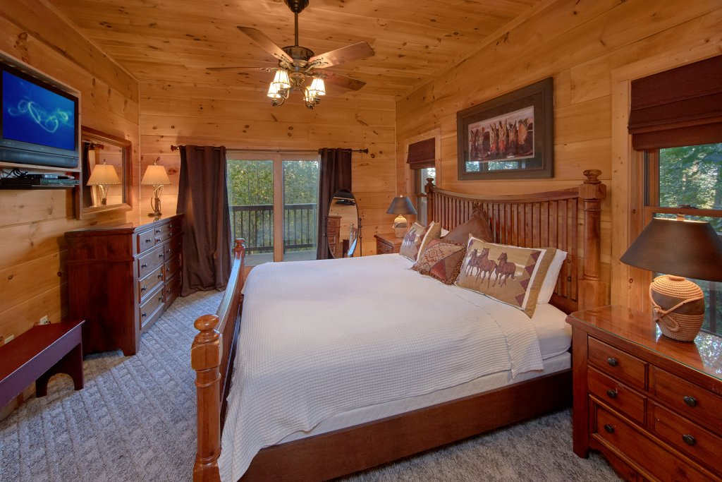Photo of a Pigeon Forge Cabin named Time Stands Still - This is the twenty-second photo in the set.