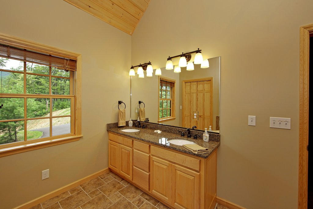 Photo of a Gatlinburg Cabin named Amazing Views Retreat - This is the twentieth photo in the set.