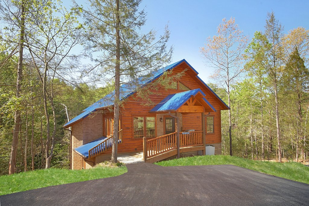 Photo of a Gatlinburg Cabin named Chalet D'amour - This is the fifteenth photo in the set.