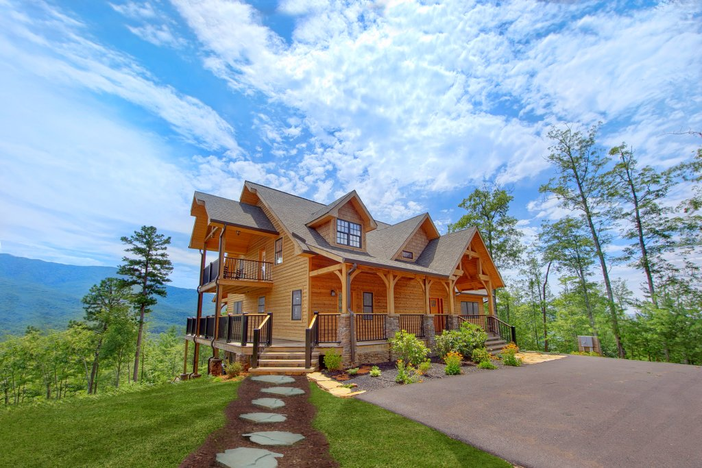 Photo of a Gatlinburg Cabin named Amazing Views Retreat - This is the first photo in the set.