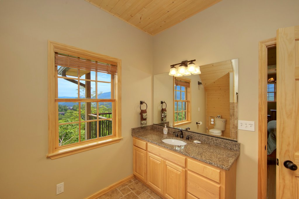 Photo of a Gatlinburg Cabin named Amazing Views Retreat - This is the twenty-third photo in the set.