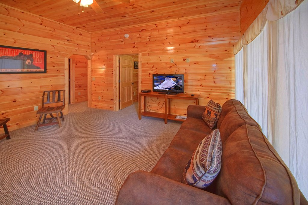 Photo of a Gatlinburg Cabin named Hilltop Hideaway - This is the fourteenth photo in the set.
