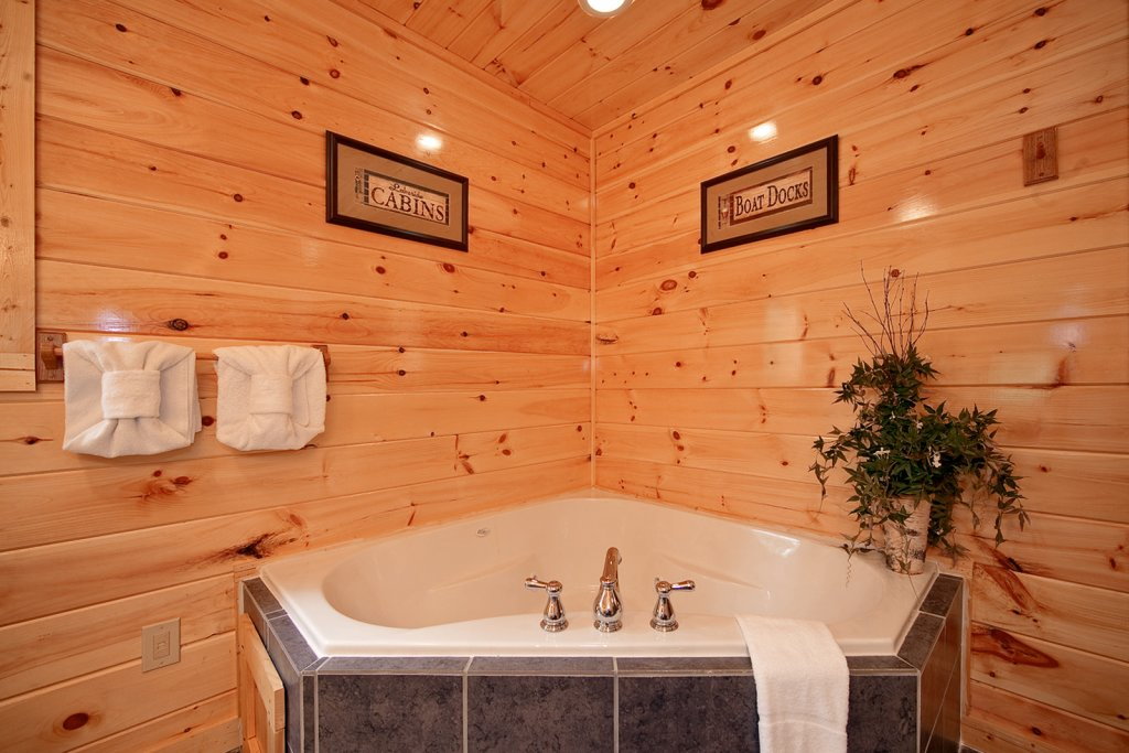 Photo of a Gatlinburg Cabin named Lazy Daze Lodge - This is the fifteenth photo in the set.