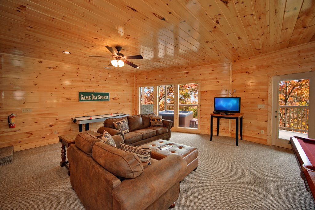 Photo of a Gatlinburg Cabin named Lazy Daze Lodge - This is the sixteenth photo in the set.