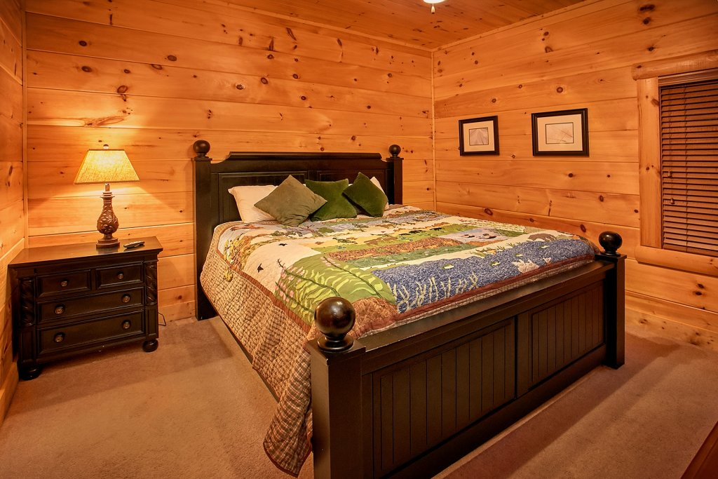 Photo of a Pigeon Forge Cabin named Pinnacle Vista - This is the twenty-eighth photo in the set.