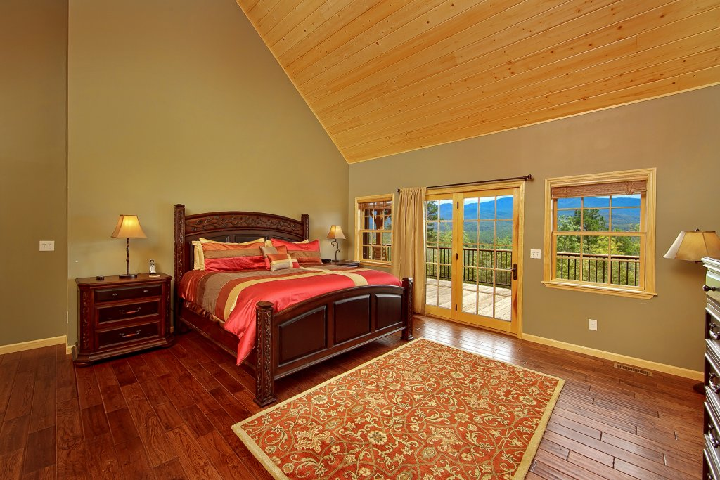 Photo of a Gatlinburg Cabin named Amazing Views Retreat - This is the fifteenth photo in the set.