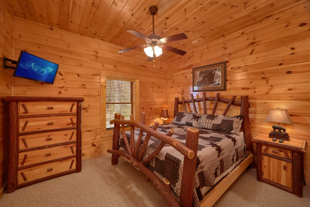 Photo of a Gatlinburg Cabin named A Smoky Hideaway - This is the fourteenth photo in the set.