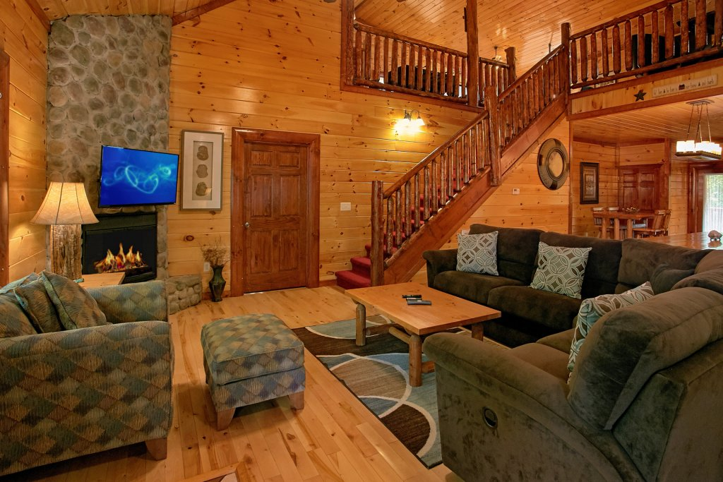 Photo of a Gatlinburg Cabin named Live, Laugh, Love Pool Lodge - This is the twelfth photo in the set.