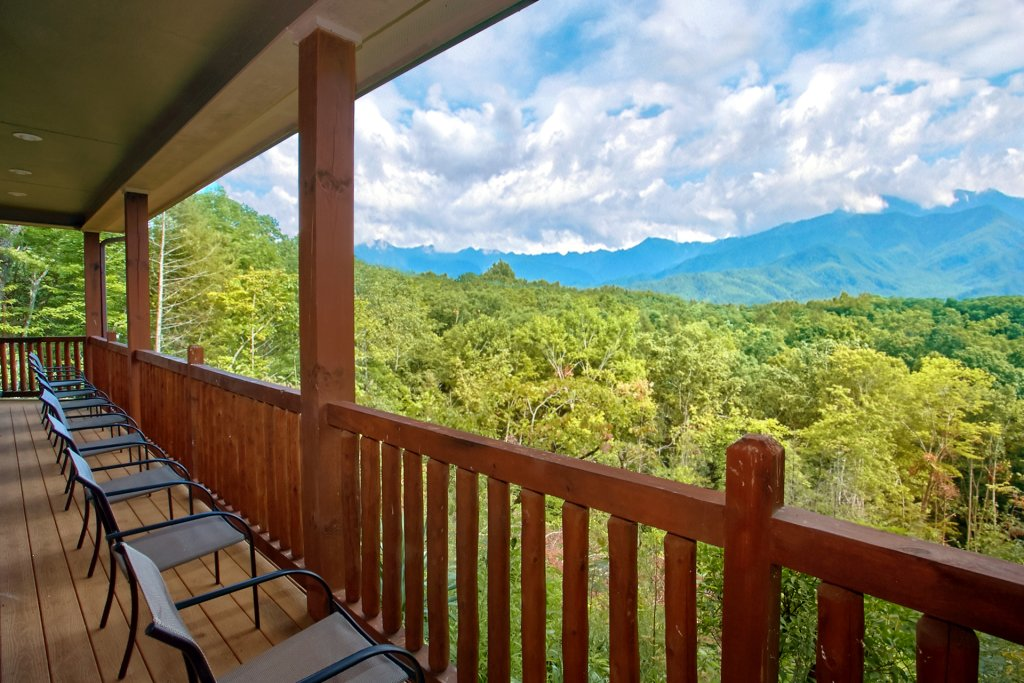 Photo of a Gatlinburg Cabin named Knockin On Heavens Door - This is the eighth photo in the set.