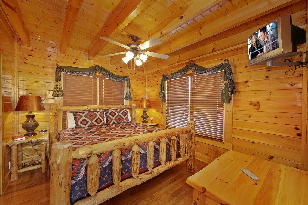 Photo of a Pigeon Forge Cabin named Heavenly Views (#97) - This is the tenth photo in the set.