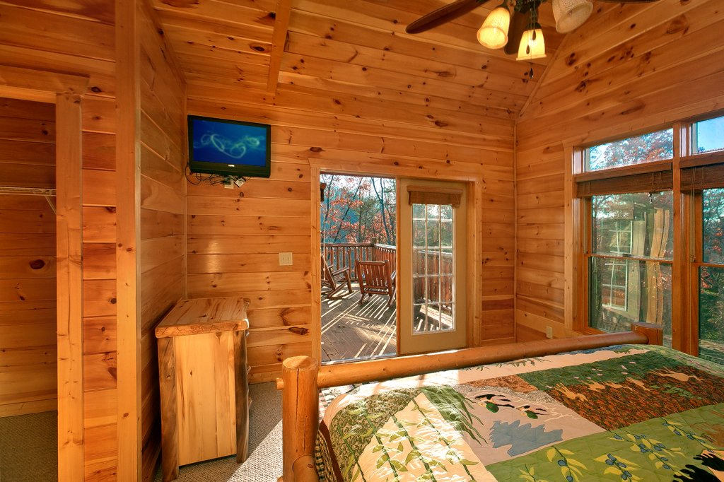 Photo of a Gatlinburg Cabin named Mountain Bliss - This is the nineteenth photo in the set.