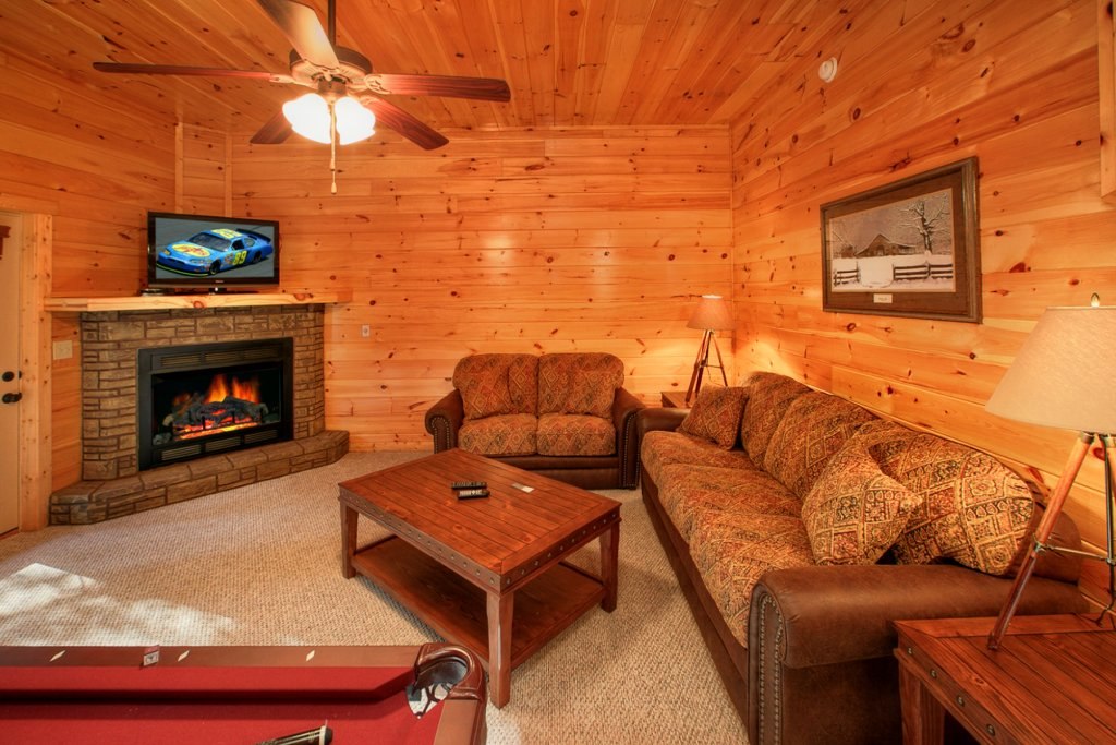 Photo of a Gatlinburg Cabin named Bear Cub Lodge - This is the eighth photo in the set.