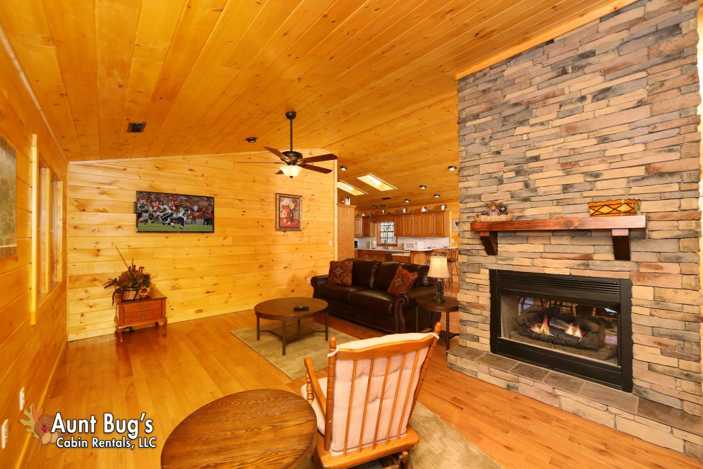 Photo of a Gatlinburg Cabin named Heavenly Creekside #276 - This is the sixteenth photo in the set.