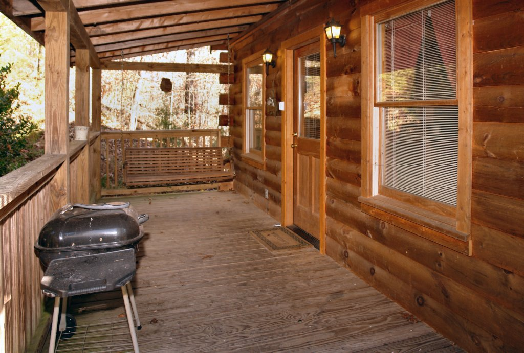 Photo of a Pigeon Forge Cabin named Romantic Hideaway #126 - This is the twenty-second photo in the set.