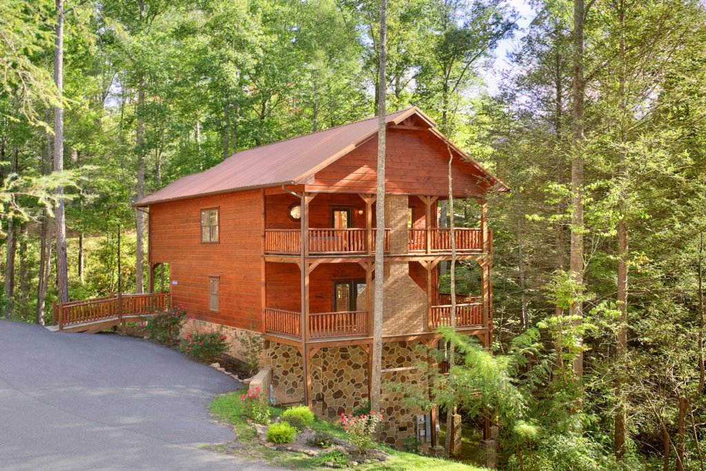 Photo of a Gatlinburg Cabin named Bear Cub Lodge - This is the eighteenth photo in the set.
