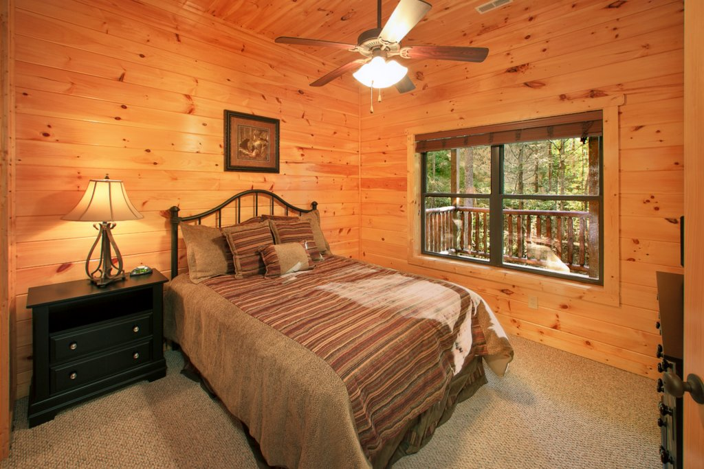 Photo of a Gatlinburg Cabin named Bear Cub Lodge - This is the fifteenth photo in the set.