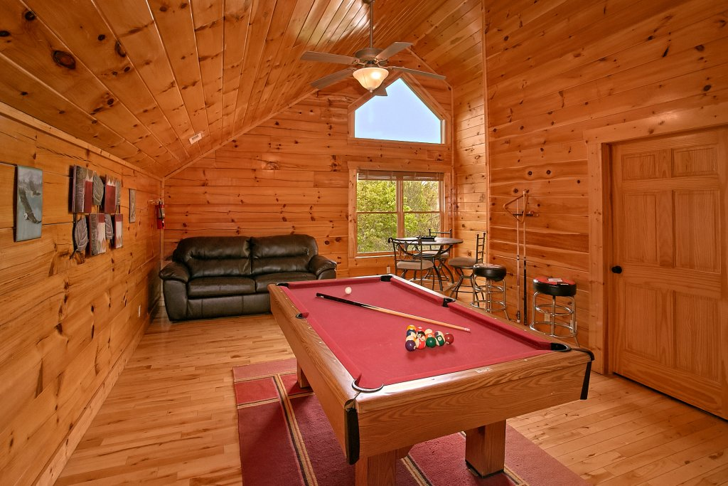 Photo of a Sevierville Cabin named Swimming In Paradise - This is the sixth photo in the set.