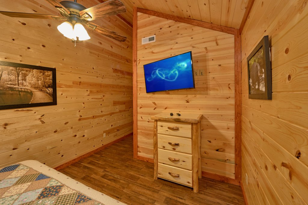 Photo of a Pigeon Forge Cabin named Splash Mountain Lodge - This is the sixteenth photo in the set.