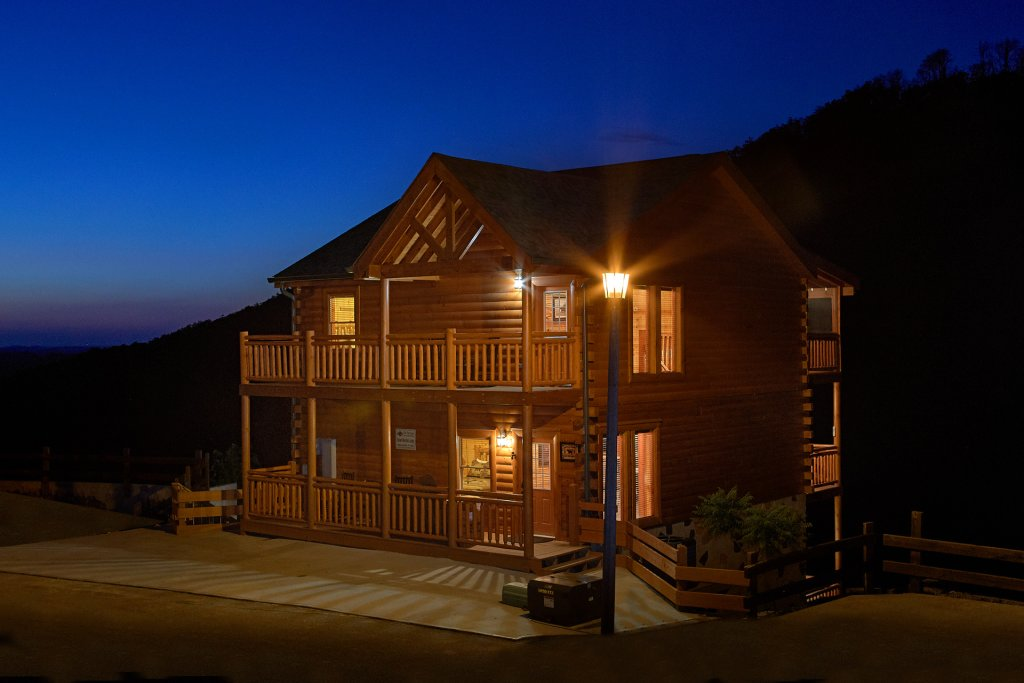 Photo of a Pigeon Forge Cabin named Splash Mountain Lodge - This is the nineteenth photo in the set.