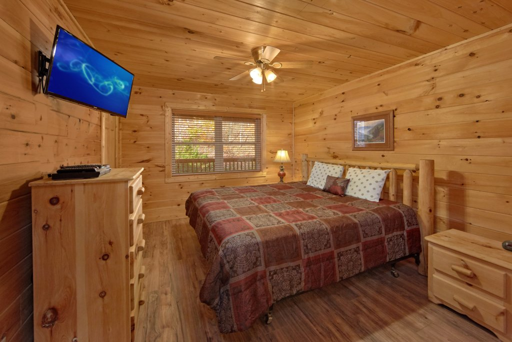 Photo of a Pigeon Forge Cabin named Big Pine Lodge - This is the eighteenth photo in the set.