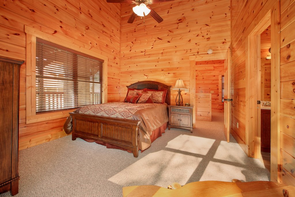 Photo of a Gatlinburg Cabin named Bear Cub Lodge - This is the fourteenth photo in the set.
