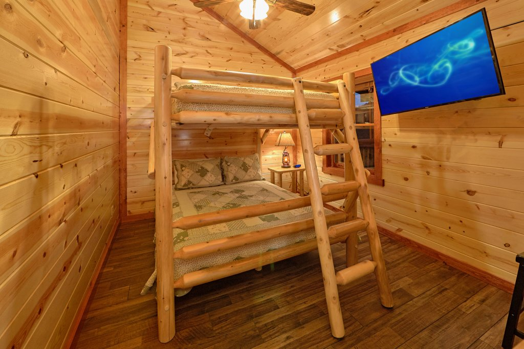 Photo of a Pigeon Forge Cabin named Splash Mountain Lodge - This is the fourteenth photo in the set.