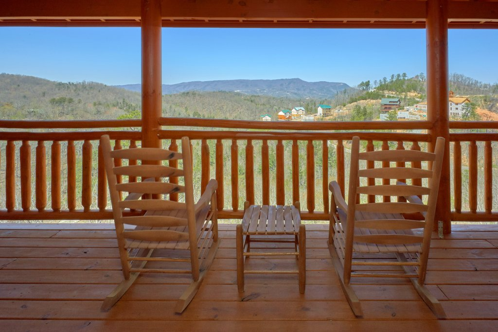 Photo of a Pigeon Forge Cabin named Summit Pool Lodge - This is the fourth photo in the set.