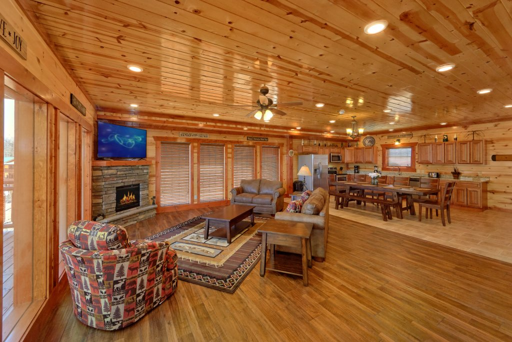 Photo of a Pigeon Forge Cabin named Summit Pool Lodge - This is the eleventh photo in the set.