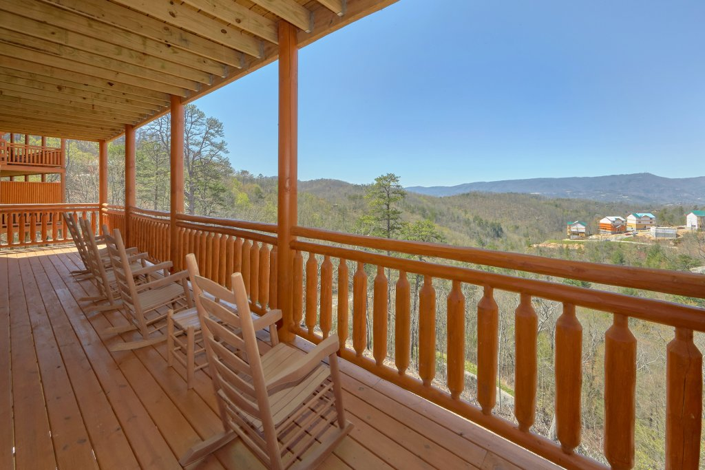 Photo of a Pigeon Forge Cabin named Summit Pool Lodge - This is the sixth photo in the set.